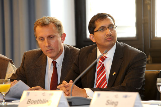 Dr. Stephan Buse and Rajnish Tiwari (Grassroots Symposium, Hamburg, 20.10.2011)